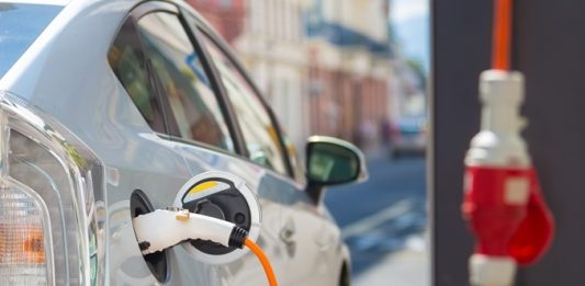 UK's electric vehicle market 'approaching crossroads' - report